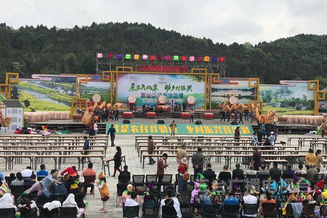 记者探班农民节:节日氛围浓厚首